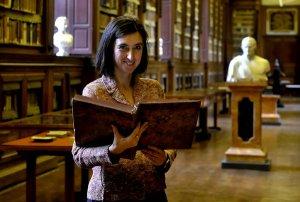 Parma, 08.12.2013 - Rubrica, un parmigiano al giorno. Sabina Magrini, 44 anni. direttore biblioteca Palatina.. FOTO MARCO VASINI (copyright) Cell. 339.4333787 E-mail vasinimarco@libero.it